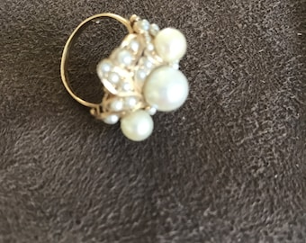 Vintage 1060s 14k Gold Ring with Pearls