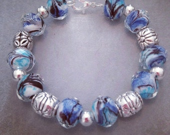 Blue black teal and white glass bead bracelet