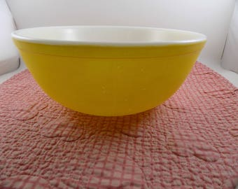 Vintage Canary Yellow PYREX 4 QT Mixing Bowl