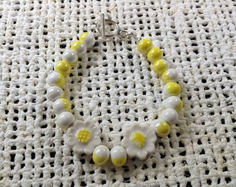 Yellow and white daisy bracelet