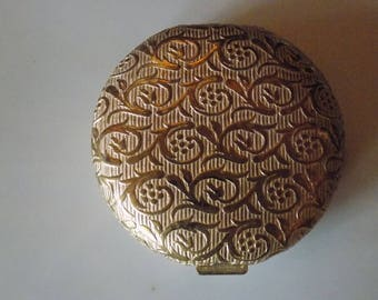 Cute Vintage  gold tone compact with powder and puff and mirror all still in wonderful condition