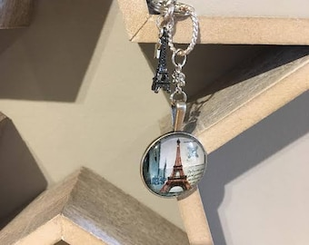 Keychain with vintage-look Paris