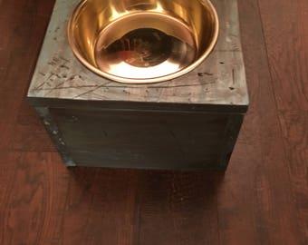 Single elevated dog bowl feeder/water bowl