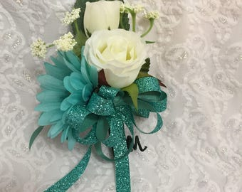 All occasion pin corsage