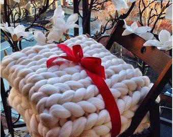 Wool Hugs White Chunky Knit Blanket. Arm knit blanket. Yarn blanket. Oversized knit blanket.  Merino wool blanket. Bridesmaid gift