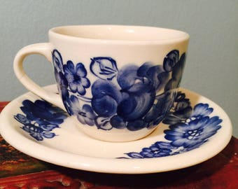 Set Of 5 Vintage Wloclawek Hand Painted In Poland Maiolica Blue and White Teacup and Saucer Sets