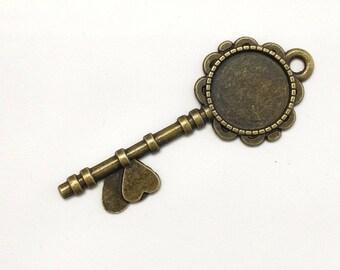 3 - 5 - 10 pcs. 20mm Antique Bronze Filigree Heart Key Pendant Charm