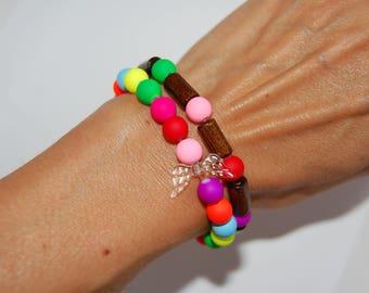 Bracelets en perles fluo et bois double