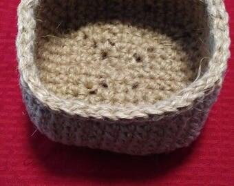 Square jute crochet basket