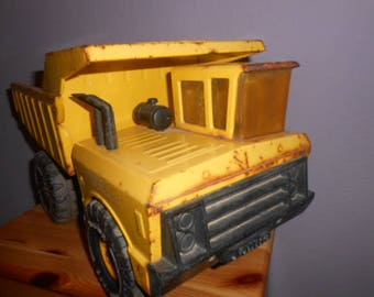 Large tonka dump truck XMB 975 sheet metal car