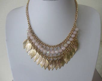 Necklace chain and leaves Golden