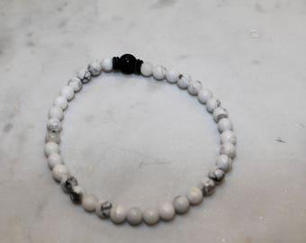 Beaded white howlite bracelet with black accent bead