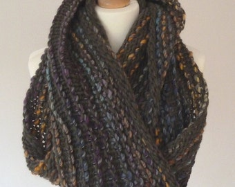 Handknit cowl made with pure wool yarn - READY TO SHIP