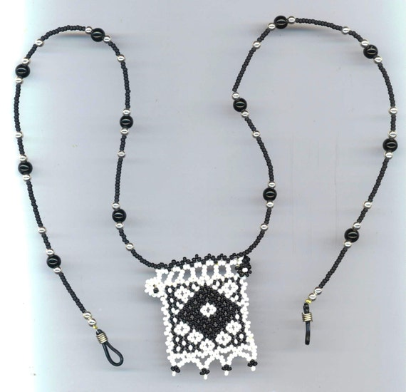 Eyeglass Frame Jewelry : Eye Glass Holder Jewelry Black & White Beadwoven Pendant
