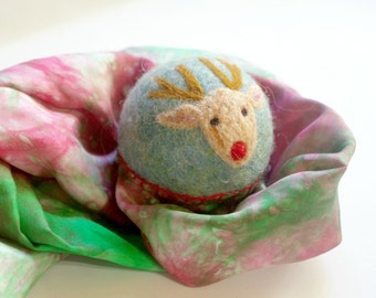 Rudolph the Reindeer, Waldorf Inspired Comet Ball (All Natural Wool and Silk Toy for Kids and Toddlers)