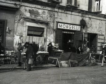 vintage photo 1945 Bari Italy Street Scene Vendors Mongelli Store Original Private Photograph