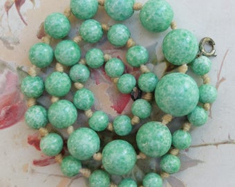 Vintage Peking Green Glass Beads Strand Necklace