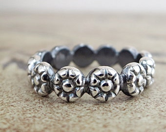 Flower ring, Sterling Silver, floral band, stackable, Nature jewelry