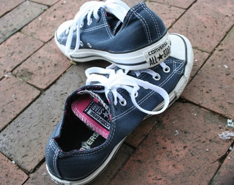 Blue Converse All Star low top shoes  heart lining double tongue size 7