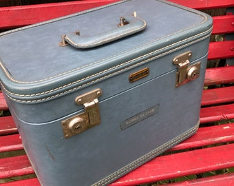 Vintage 1960's Era OSH KOSH LUGGAGE Blue Train Case/Overnight Suitcase