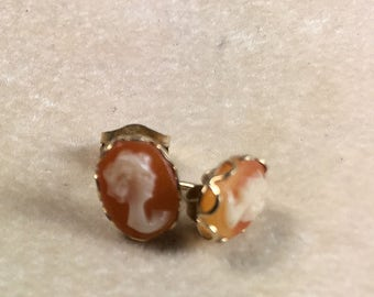 Shell Cameo 14kt Yellow  Gold Stud Earrings Vintage