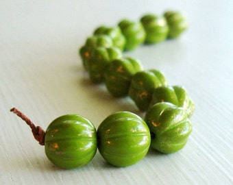 25  Melon Opaque Olive Marbled Gold Czech Glass 8mm