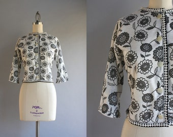 1950s Cardigan / 50s White Printed Floral Cardigan Sweater / Vintage 50s Sweater