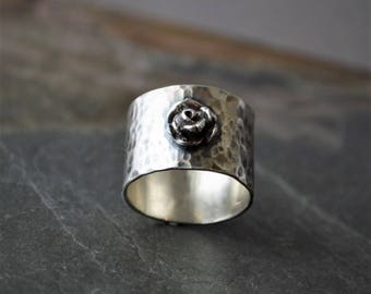 Wide Band Ring, Rose Ring, Hammered Band Ring, Sterling Silver Ring, Flower Ring, Floral Ring, Botanical Ring, Plant Ring, Nature Ring