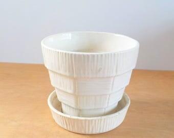 Vintage Mcoy Flower Pot • Ivory Basket Weave Flowerpot • Large Vintage McCoy Planter