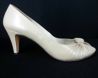 Vintage Evins tan open toe Made in Italy leather pumps heels knotted toe 9 AAA narrow
