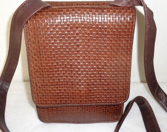 Unisex Cole Haan Italy vintage sling bag cross body purse, camera bag brown high quality leather in intrecciato pattern dual compartment
