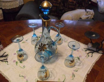 BEAUTIFUL 1950's Wine Decanter w/5 Matching Wine Glasses -Blue w/24kt Gold Trim