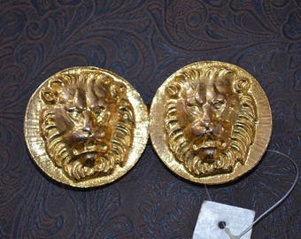 Vintage buckle set by Elegant  Deadstock Lions head dimensional  Design. Medallion for 1 and 1/4 to 1/2 inch leather or fabric. dwr7