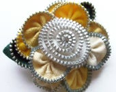 Multi colored Yellow Gold  Goldenrod Cream and White Floral Brooch Zipper Pin 2955