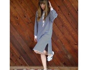 25% off Flash Sale . . . Navy Striped Sweatshirt Knit Midi Dress - Vintage 80s - M/L