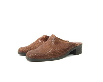 90s Brown Woven Leather Mules Modern Day Slip On Sandals 1990s Boho Beach Weave Slip Ons Clogs Open Heels Womens size 8