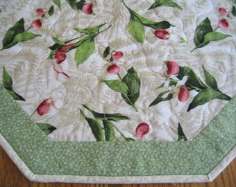"Quilted Octagon Mat in a Lady Slipper Pattern - 22"" diameter"
