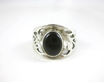 Size 8 Vintage Onyx Sterling Silver Ring Signed