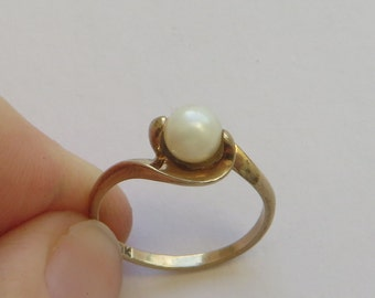 SALE priced reduced, Vintage Pearl Solitaire Ring size 7, solid 10K Y Gold, 6mm Akoya Pearl, free US first class shipping