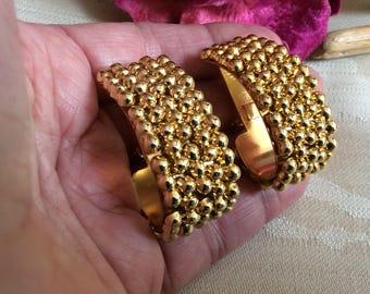 Vintage bold half hoop clip earrings, goldtone J hoop goldtone big half hoop clips, textured goldtone big J hoop clip earrings