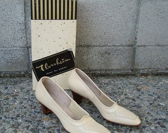 Florsheim Ramblers Shoes Vintage 1960s Heels Deadstock Cream Light Tan 8 1/2 2 A