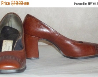 SWEETHEART SALE Vintage 1940's Town & Country Leather Retro Shoes Heels Pumps 5 1/2