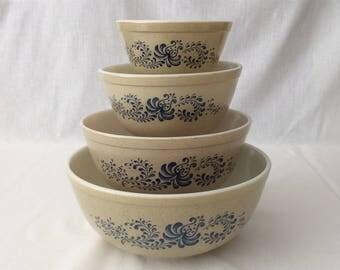 Pyrex Homestead Set of 4 Mixing Bowls