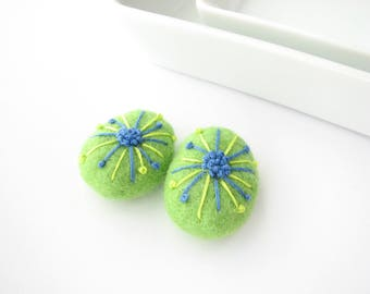 Felted wool beads // green //abstract floral ornaments// Embroidery beads, handmade wool beads, felt wool ornament, earrings DIY, felt stone