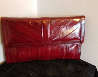 Vintage ladies beautiful burgundy red eelskin clutch evening purse handbag.