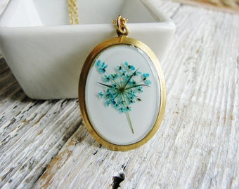Teal Flowers Necklace Pressed Flower Necklace Wildflower Necklace Queen Anne's Lace Botanical Jewelry Resin Nature Pendant Garden Lover Gift