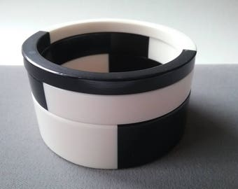 Art Deco Design Modernist Fine Lucite Bangles Bracelets Classic Black And White Free Shipping To The Usa and Canada
