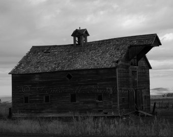 Black and White Barn Photo - Rustic Barn Art - Rustic Farmhouse Wall Art - Photos of Barns - Rustic Barn Photo