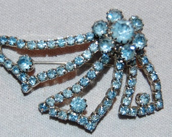 Vintage / Flower / Brooch / Blue  / Rhinestone / Silver Tone / Sparkle /Old Jewelry / Jewellery