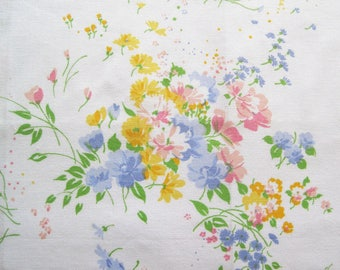 Vintage Sheet Fabric Fat Quarter – Floral Bouquets Daisies Pink Blue Yellow Green